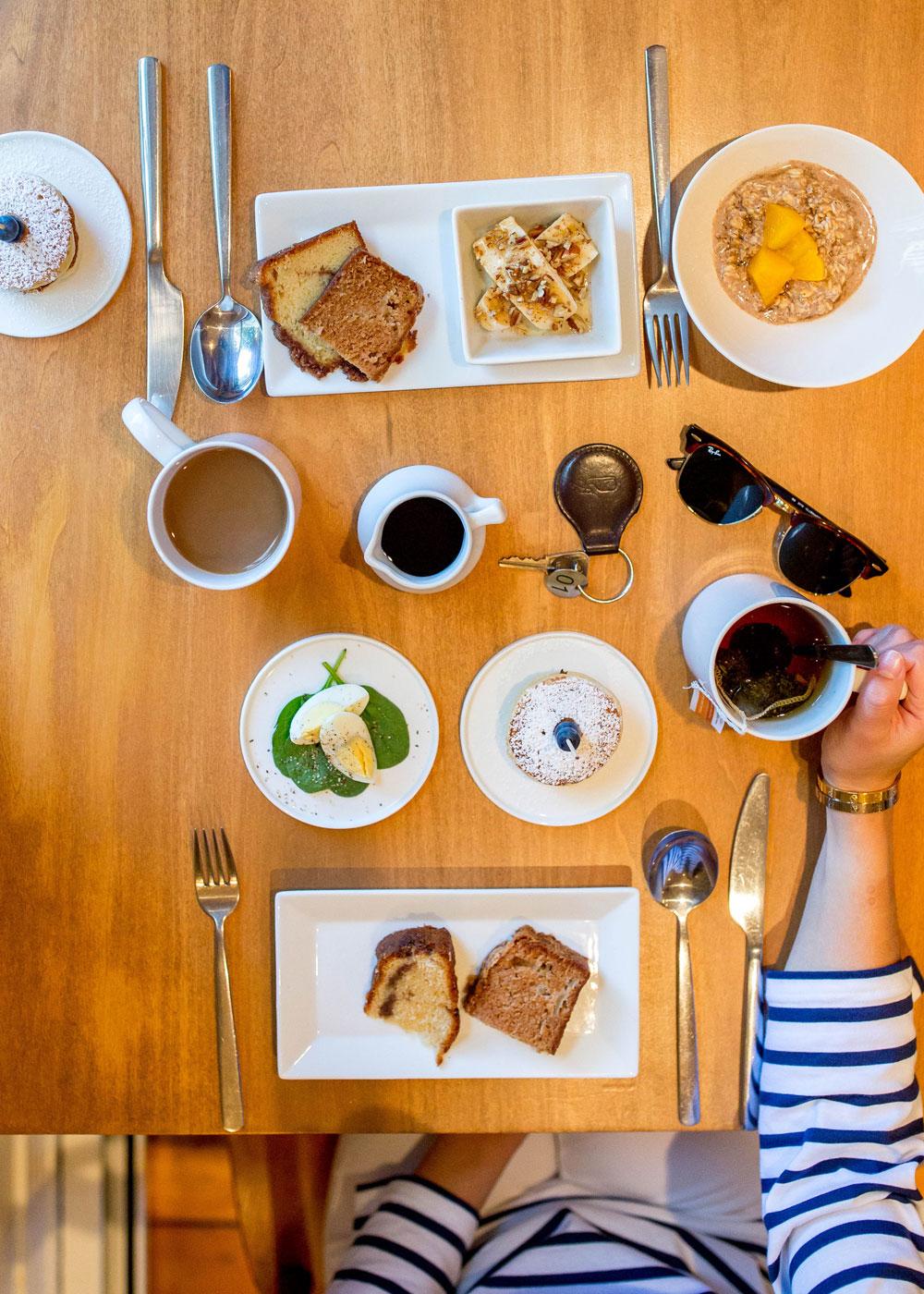 Captain Fairfield Inn Breakfast