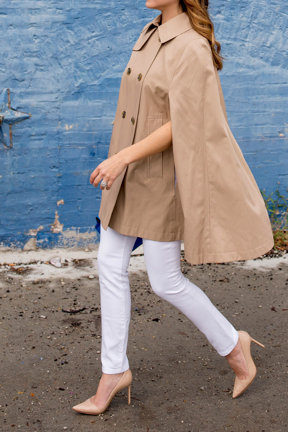 Blogger Trench Cape Street Style
