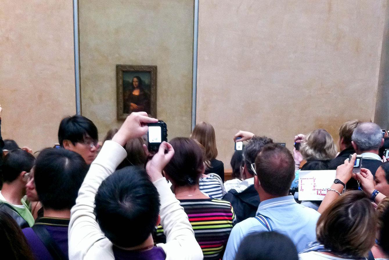 Louvre Mona Lisa Crowd