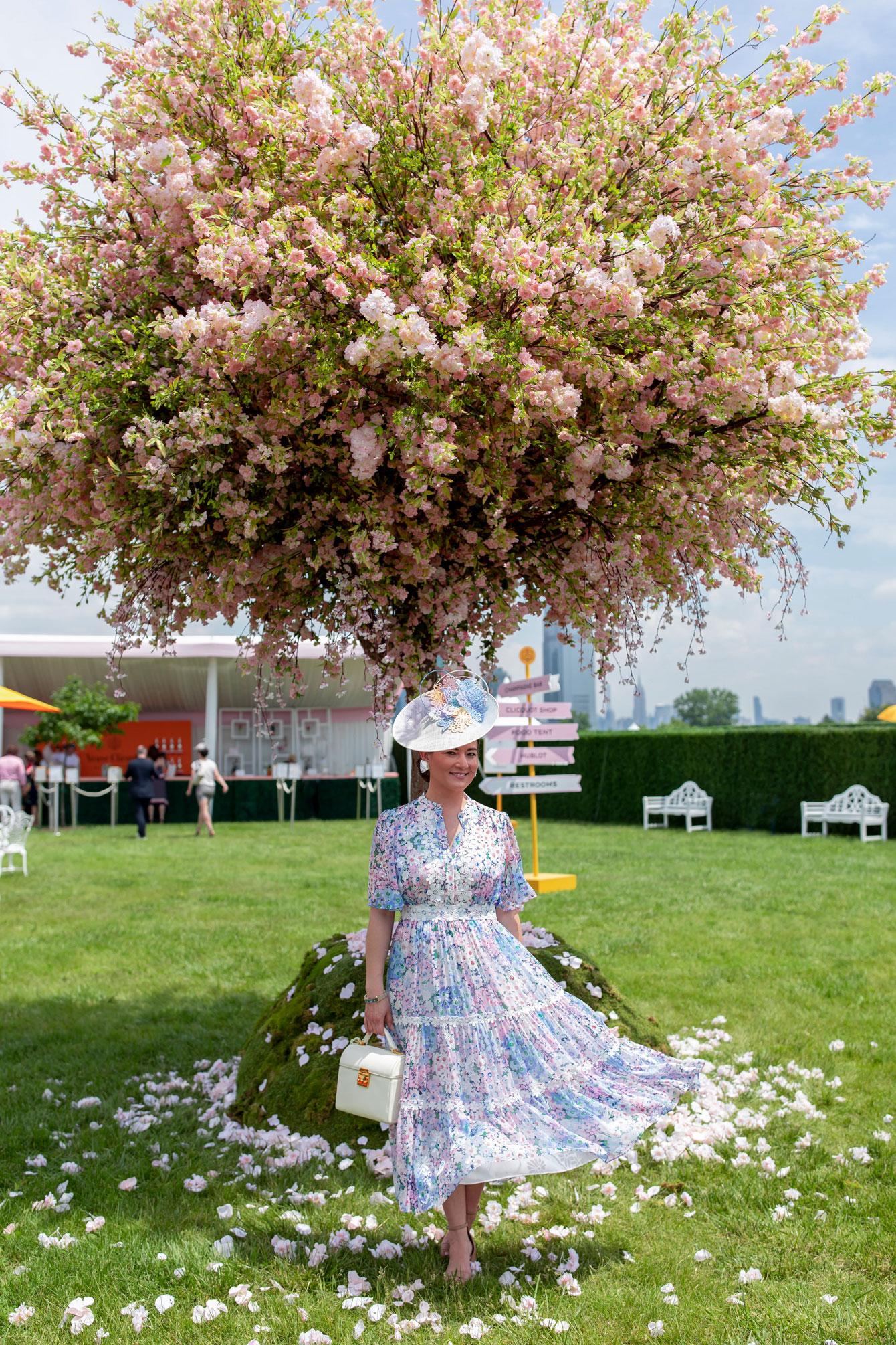 Veuve Clicquot Polo Classic Rose Garden Decor
