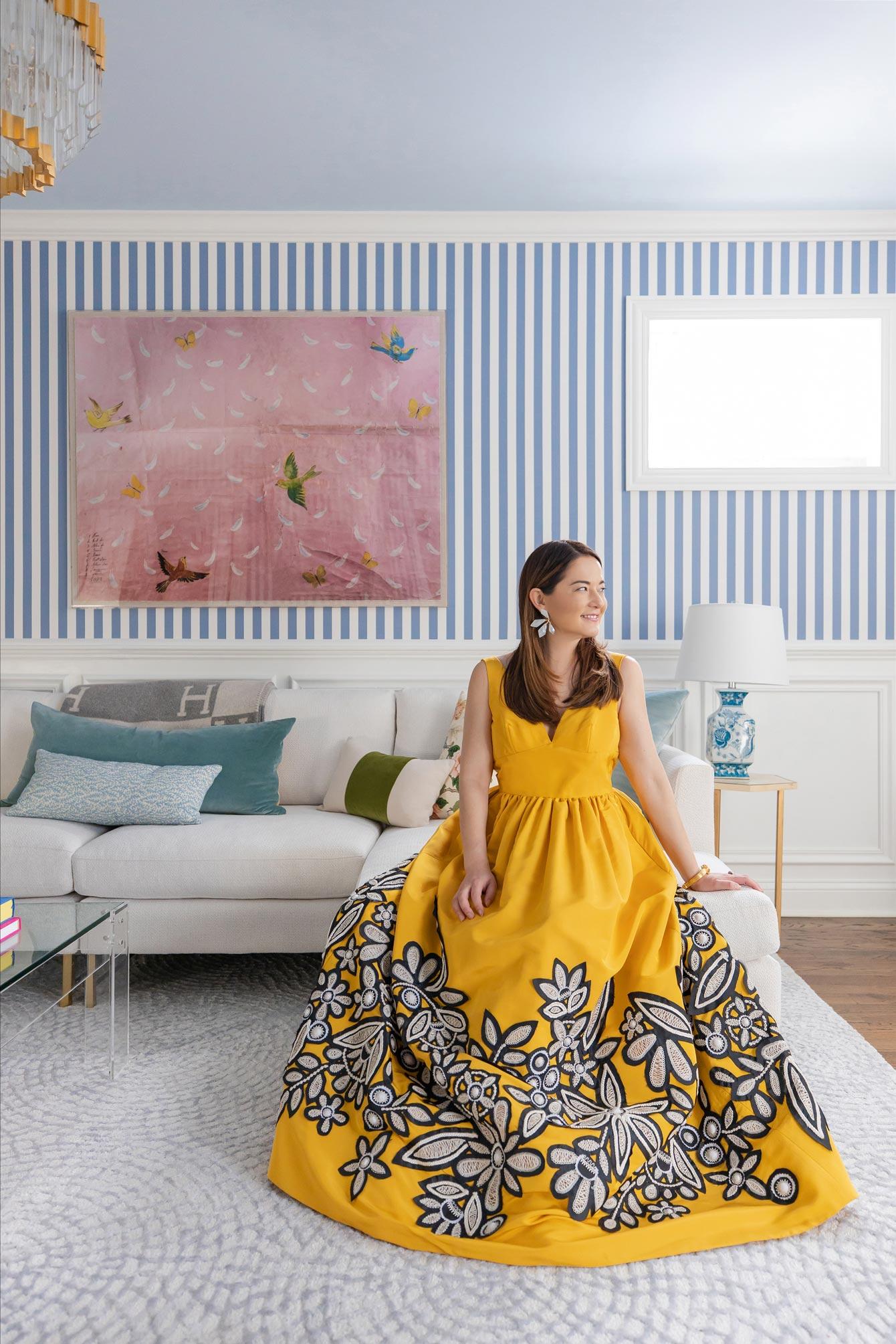 Jennifer Lake Oscar de la Renta Yellow Gown