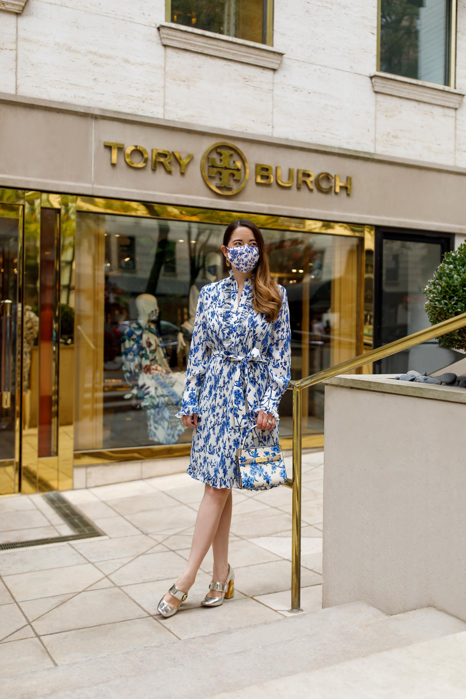 Jennifer Lake Tory Burch Oak Street