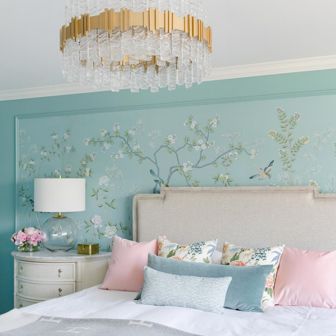 Jennifer Lake Bedroom de Gournay Frontgate
